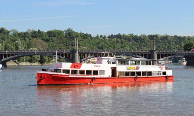 Plavba po Vltavě na výletní lodi